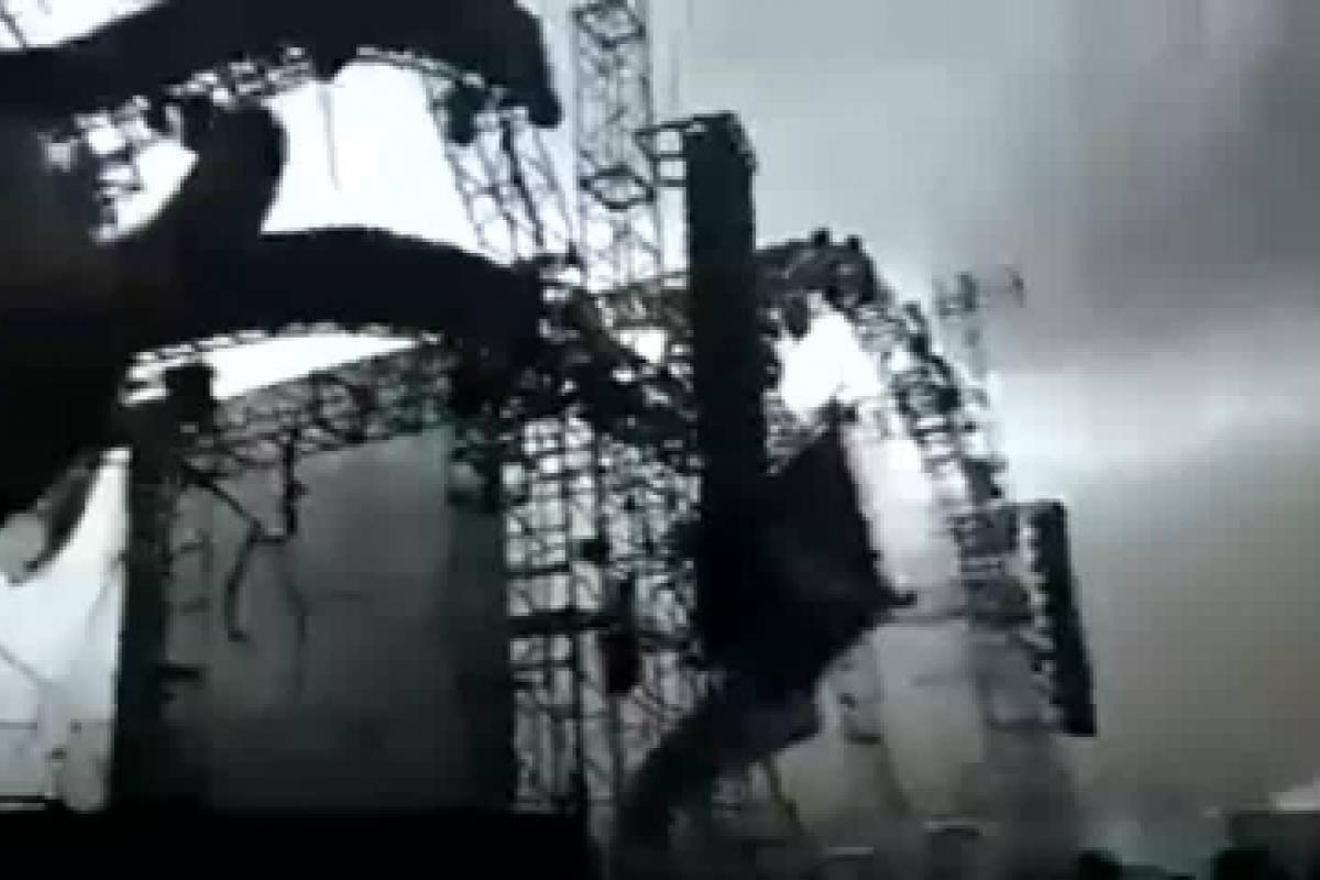Se derrumba escenario en festival y DJ muere en el accidente