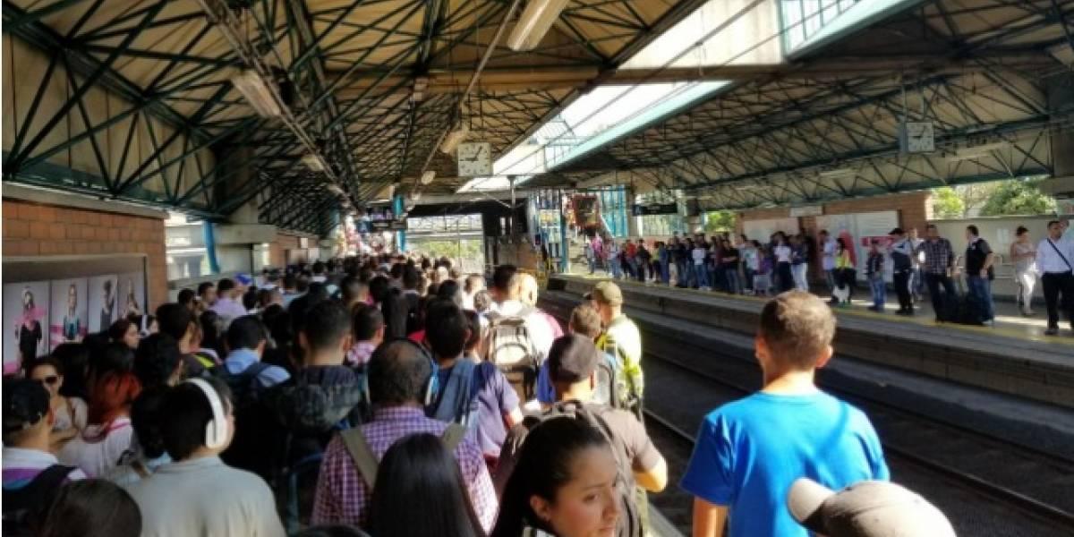 Sistema del Metro de Medellín colapsa luego de que hombre se lanzara a las vías del tren
