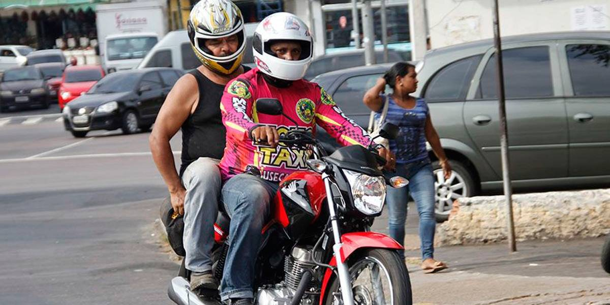 Apesar de ser ilegal, serviço de mototáxi é oferecido em São Paulo