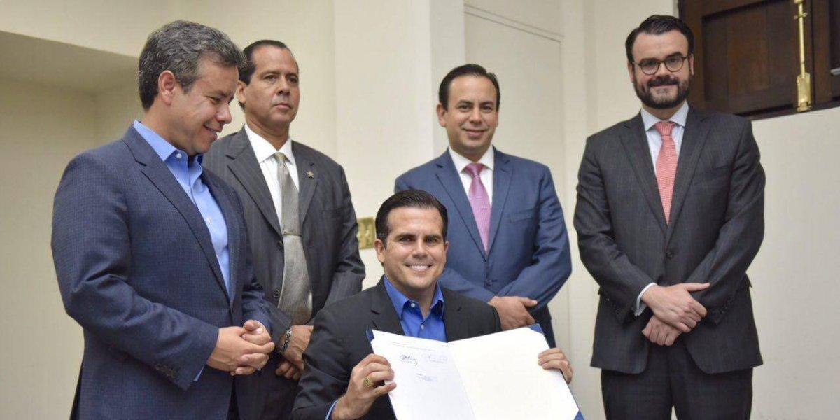 Gobernador convierte en ley medida que consolida agencias
