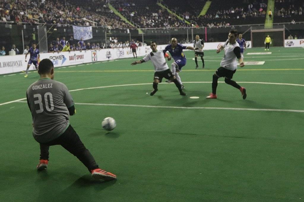 El chileno asistió en tres goles en el triunfo del Flash. Israel Salazar