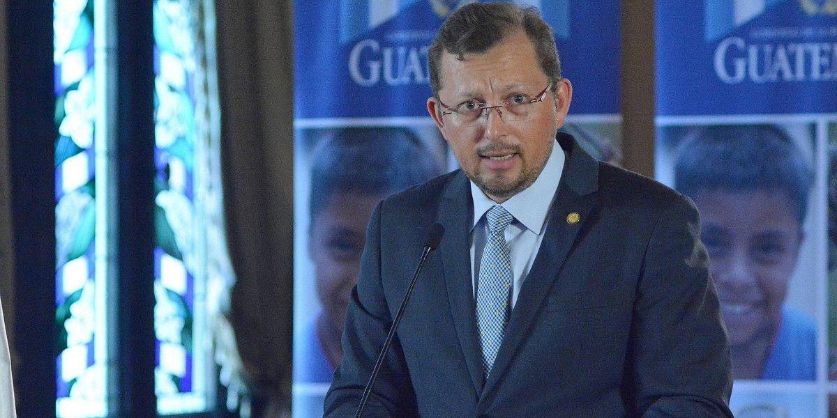 Contraloría analiza contratos del vocero presidencial en entidades del Estado
