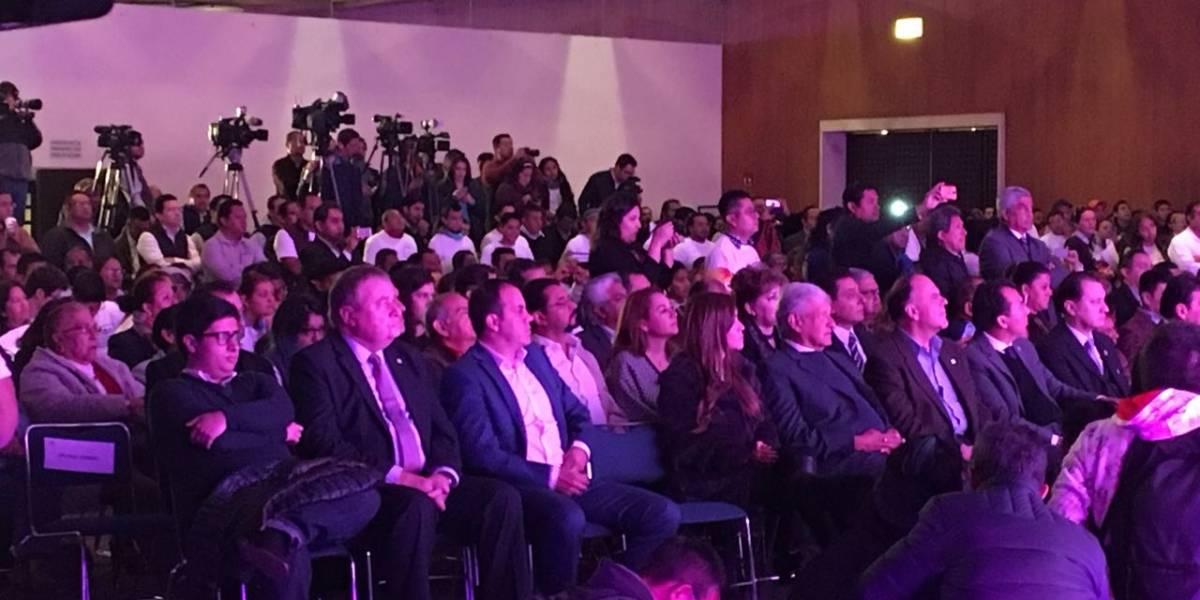 'El Cuau' en primera fila del registro de AMLO con el PES