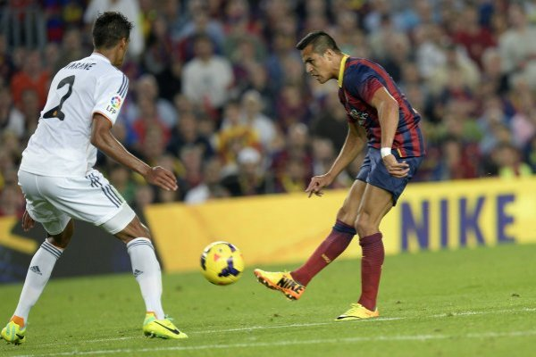 Alexis Sánchez sacó un recordado globito / imagen: AFP
