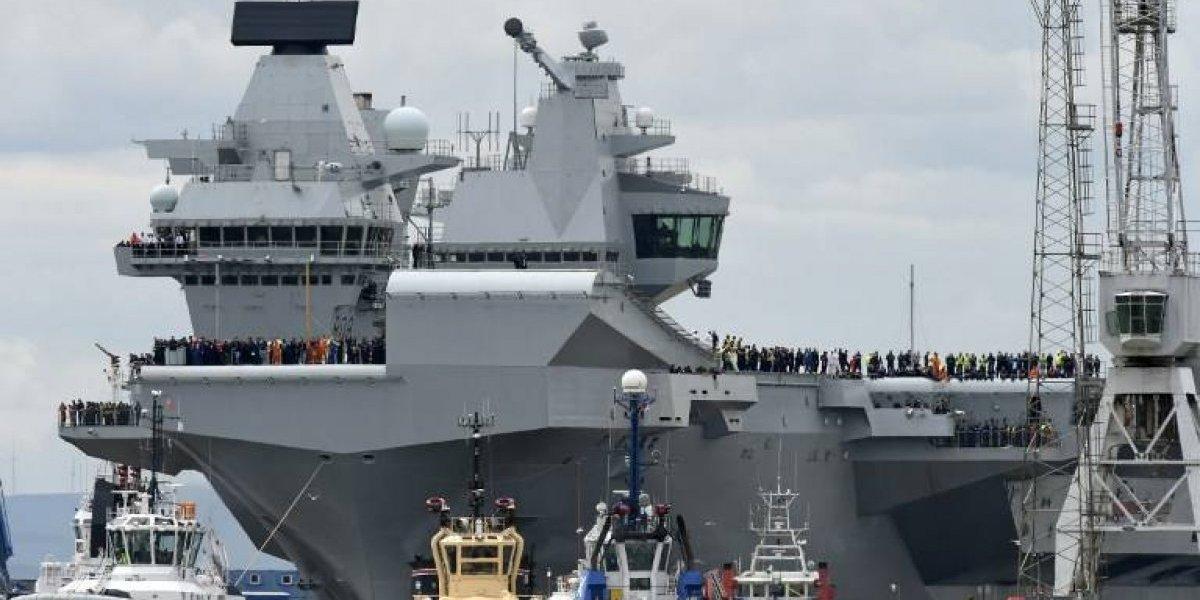 El ridículo de la Royal Navy: su portaaviones más moderno y caro hace agua a dos semanas de su estreno