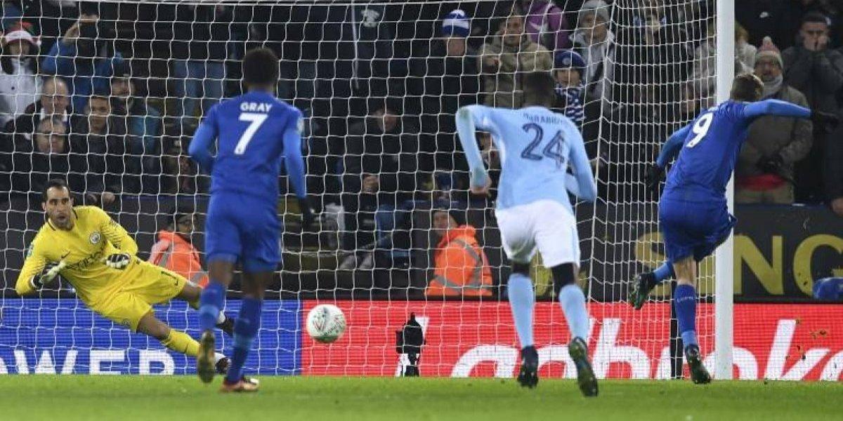 Claudio Bravo volvió a ser el héroe del City en la clasificación por penales en la Copa de la Liga