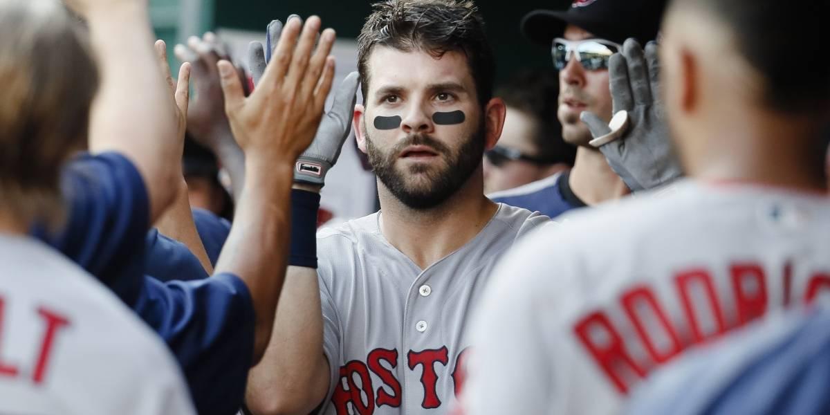 Red Sox retienen a Moreland por dos años y $13 millones