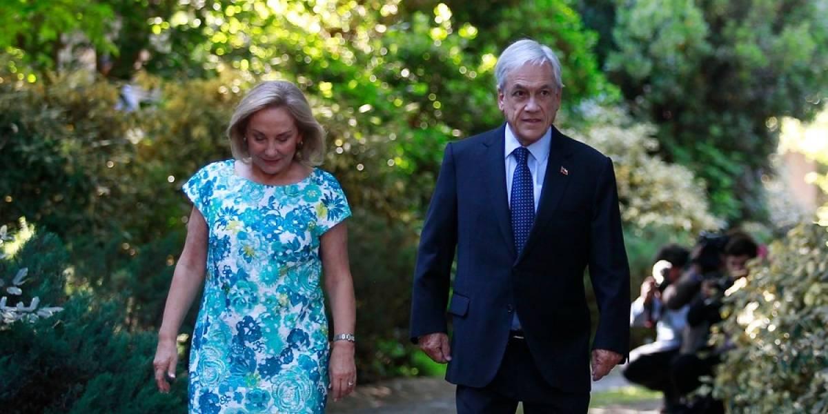"""Los codazos a Morel y sus polémicas """"bromas"""": revista española asegura que Piñera """"tiene problemas de machismo"""""""