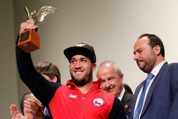 Arley Méndez levantó el Cóndor de Oro / imagen: Agencia UNO