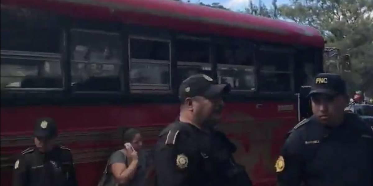 Pasajeros frustran asalto en unidad del transporte público