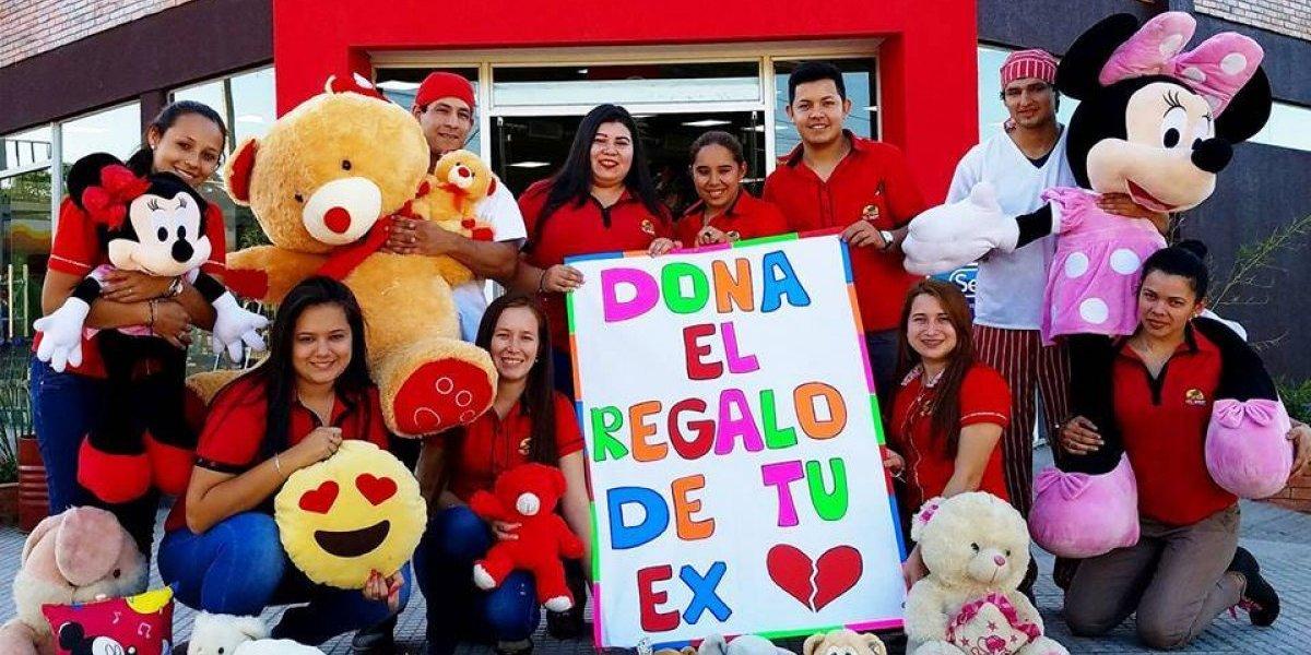 """""""Dona el regalo de tu ex"""": creativa campaña de supermercado para repartir presentes a niños de escasos recursos"""