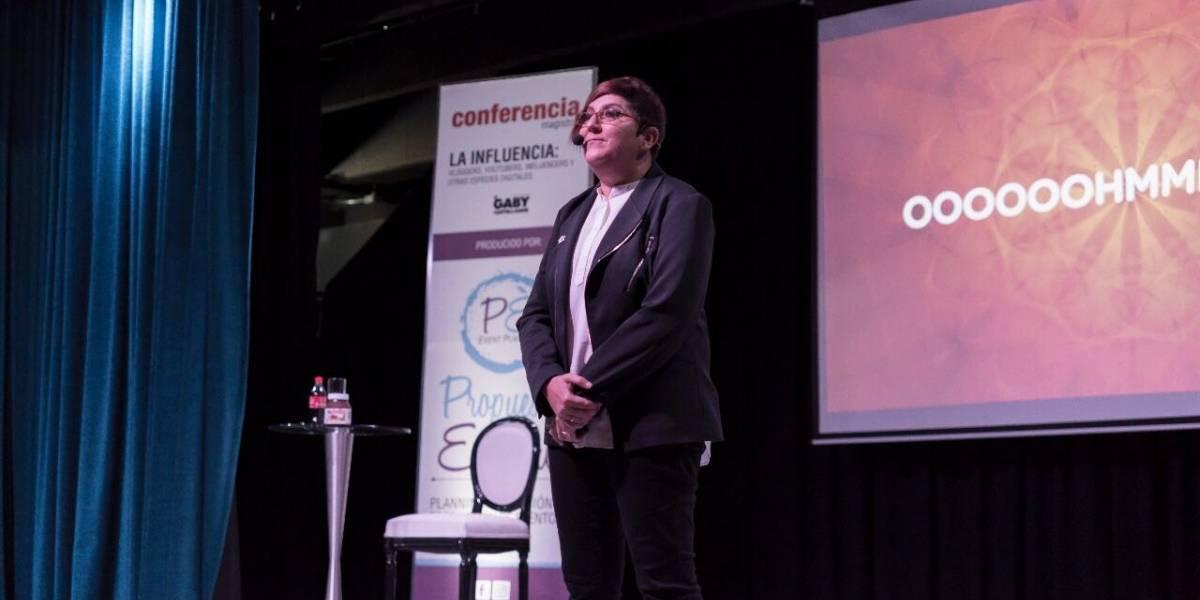 Gaby Castellanos imparte charla sobre Influencia: Vloggers, Youtubers