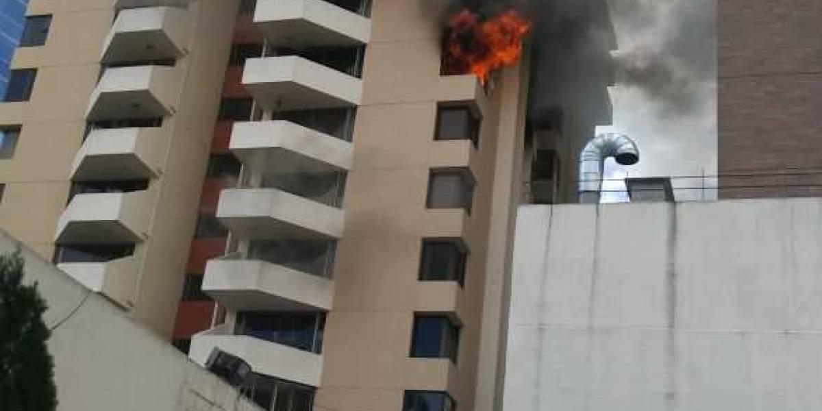 EN IMÁGENES. Propiedad se incendia por segunda ocasión en torre de apartamentos en zona 10