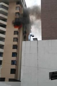 Incendio edificio en zona 10