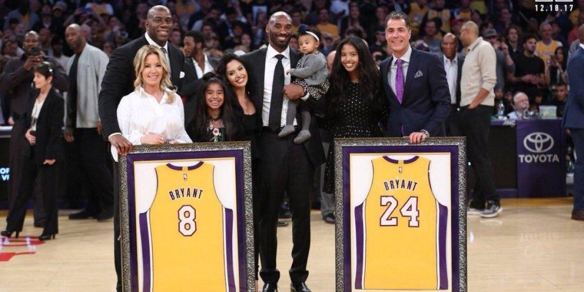 Kobe Bryant vivió una jornada de gloria en la NBA: los Lakers le retiraron sus dos números