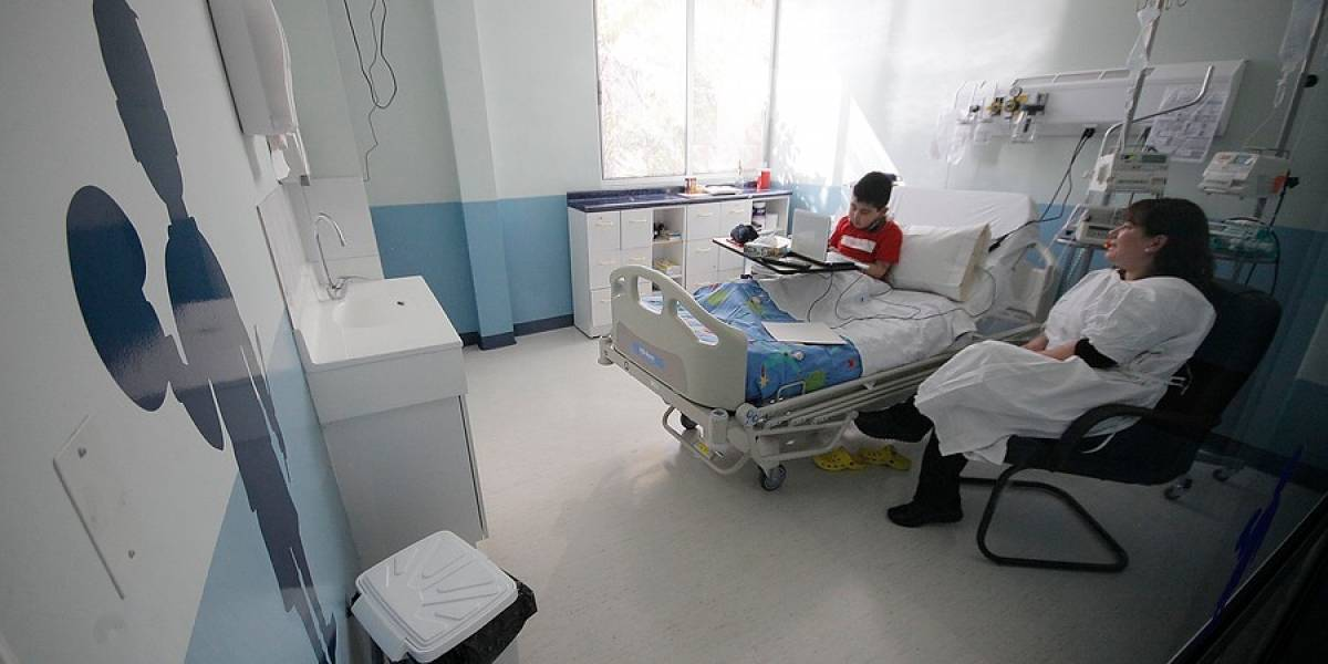 Aprueban ley que permitirá a padres usar licencias médicas para cuidar a hijos con enfermedades graves