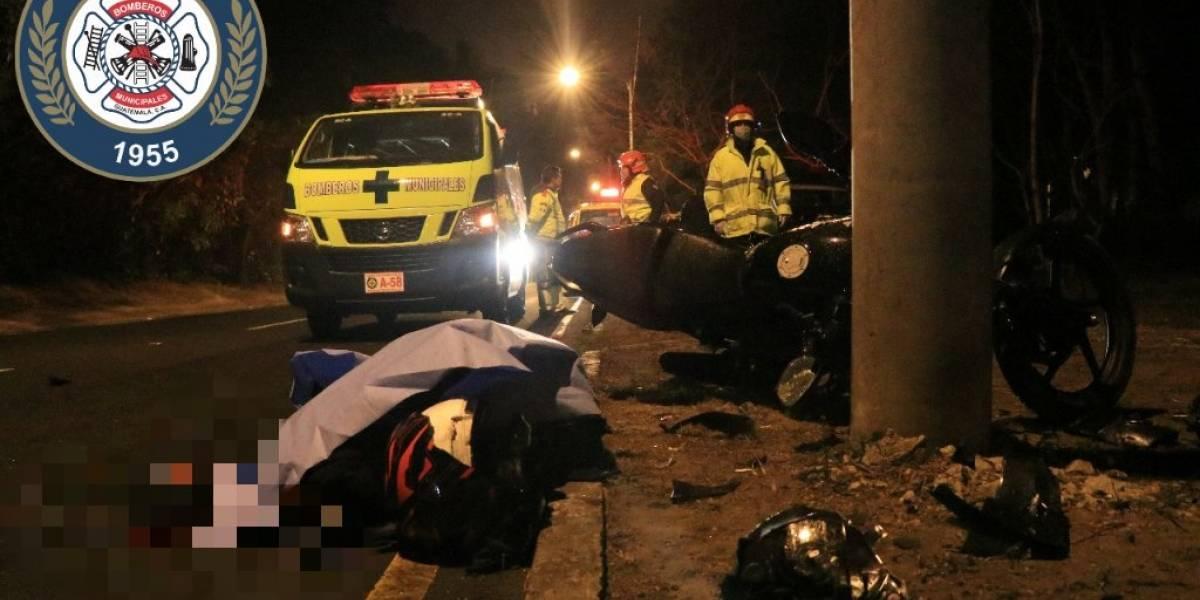 Motorista fallece tras colisionar contra poste en la zona 15