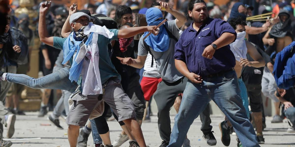 VIDEO. Violentas protestas en Argentina contra reforma de pensiones deja más de 100 heridos