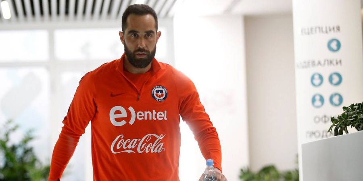 La pelea tuitera de Claudio Bravo con Sebastián Keitel por Arley Méndez