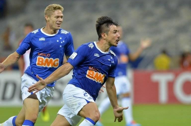 Willian festejando el gol que cerró el triunfo 5-1 de Cruzeiro sobre la U el 25 de febrero de 2014 / Foto: AFP