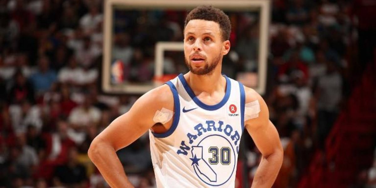 Curry sigue al margen en la NBA