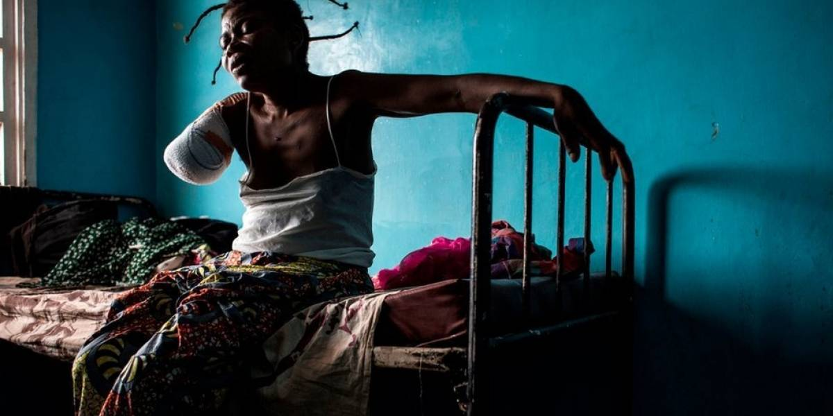 """""""Tive que subir em cadáveres para escapar"""": o relato chocante de sobreviventes de massacre no Congo"""