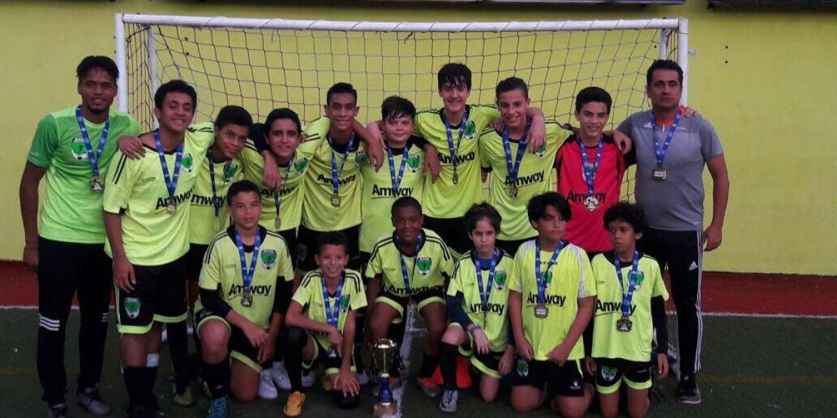 Bob Soccer School sella el año con título en categoría Sub-13