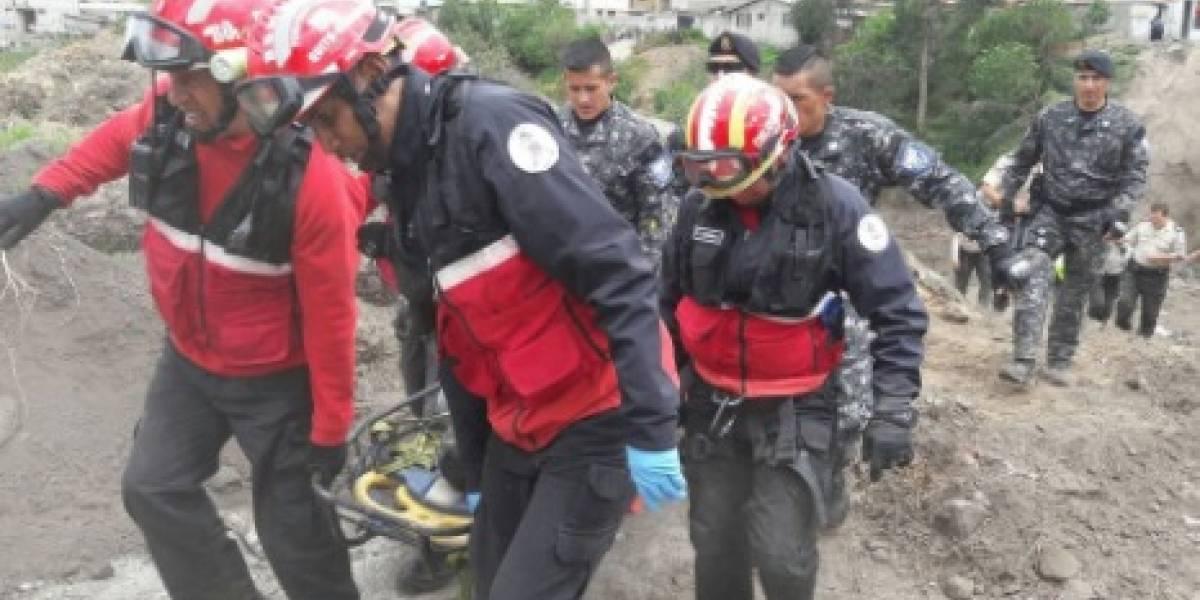 Rescatan a ciudadano que cayó al río Machángara