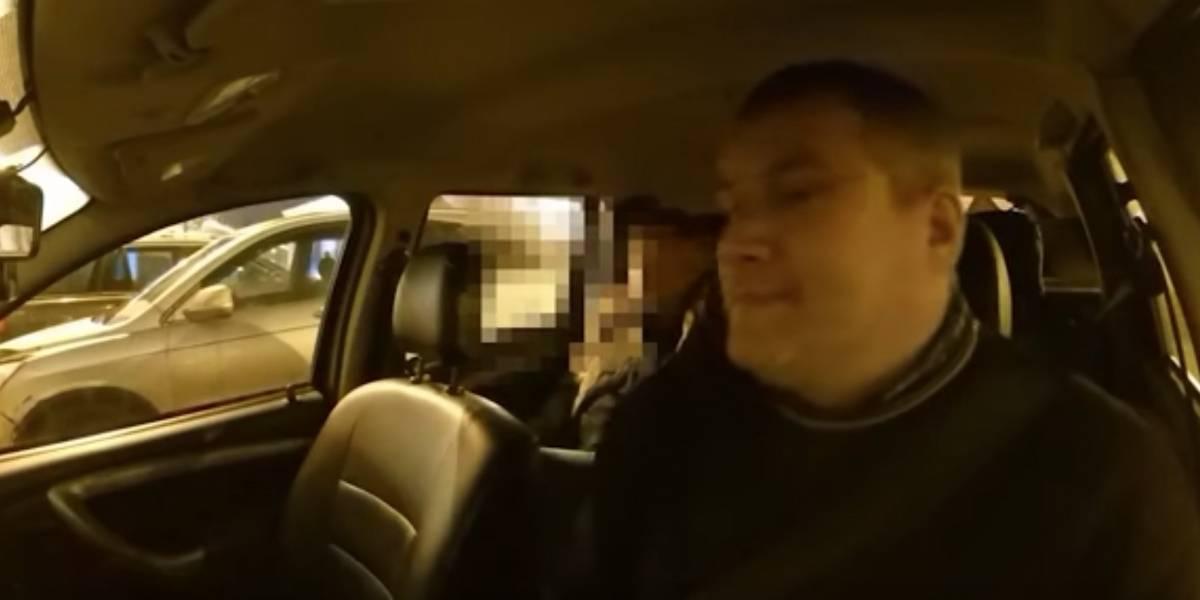 Taxista echó a pareja que tenía relaciones sexuales en medio del viaje