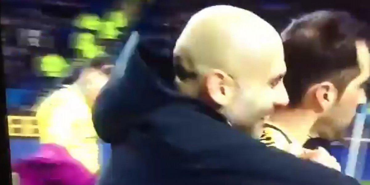 El desaire de Claudio Bravo a Pep Guardiola en medio de los festejos recorre el mundo