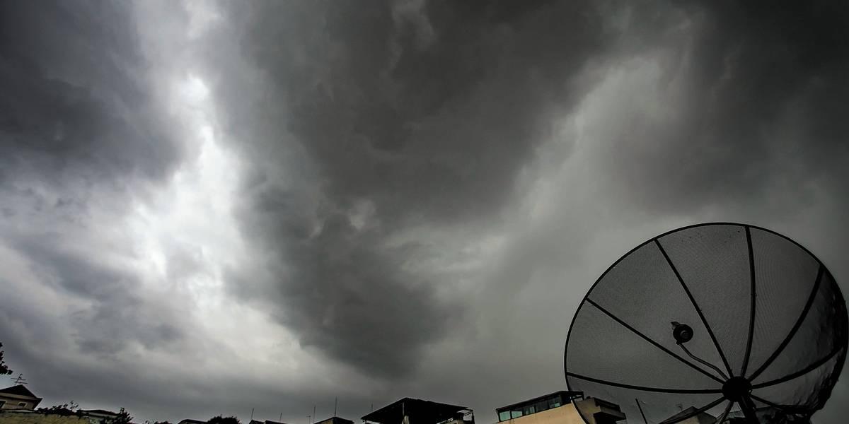 São Paulo é atingida por pancadas de chuva e entra em estado de atenção