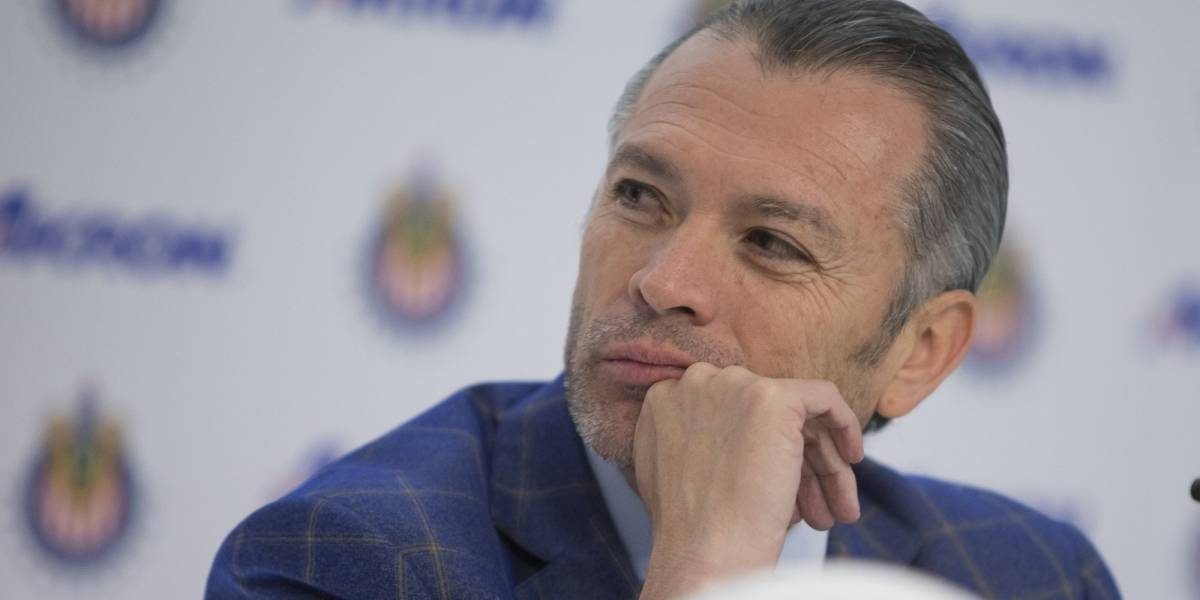 José Luis Higuera explica la situación de Oswaldo Alanís en Chivas
