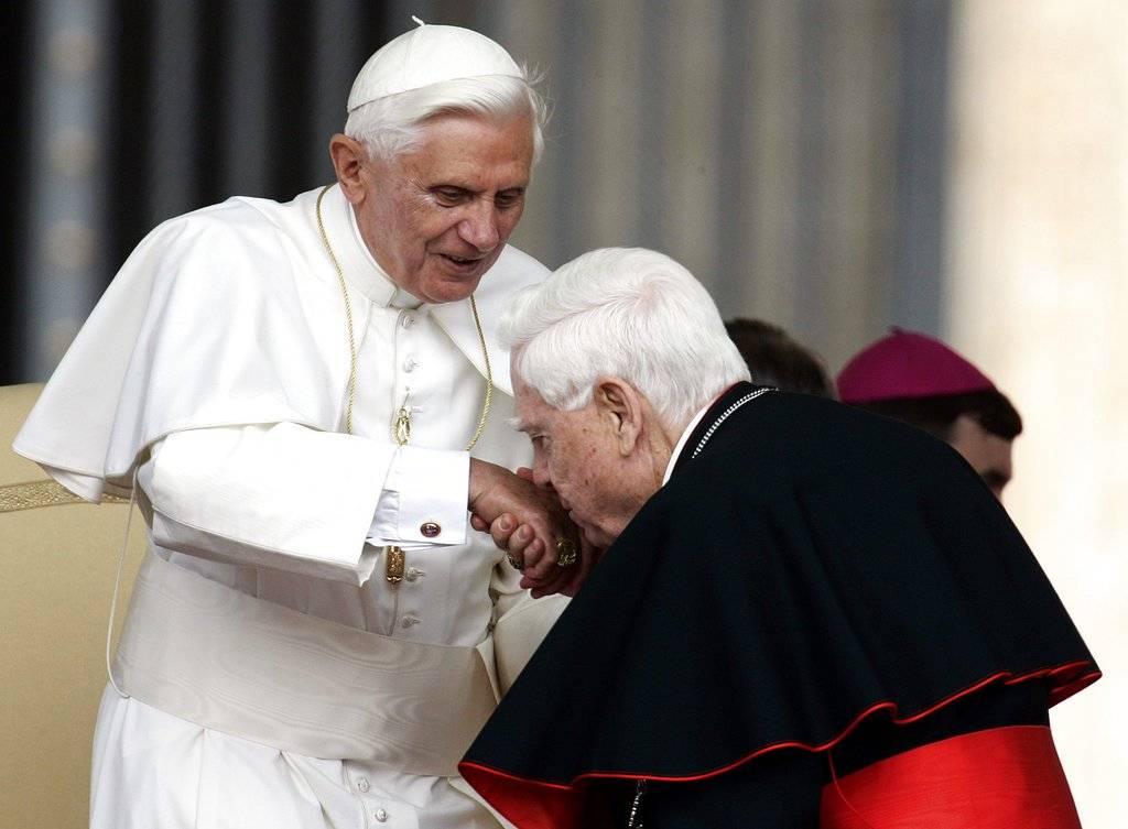 Papa Benedicto XVI y Bernard Law