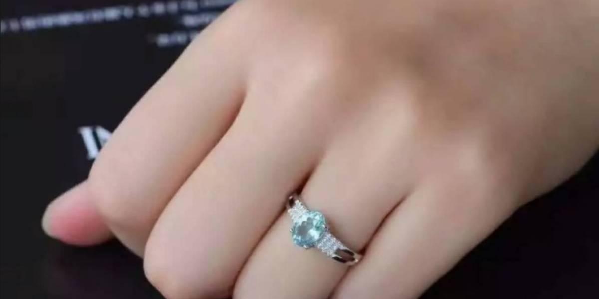 Tira anillo de 16 mil dólares a la basura y empleados lo devuelven