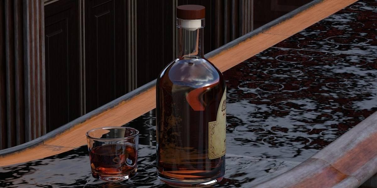 Cae mujer al intentar robar más de 13 mil pesos en whisky