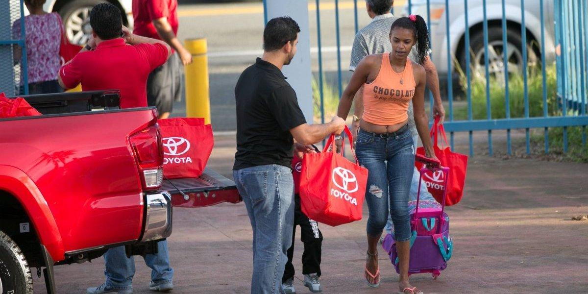 Toyota lleva su programa de asistencia humanitaria a Toa Baja