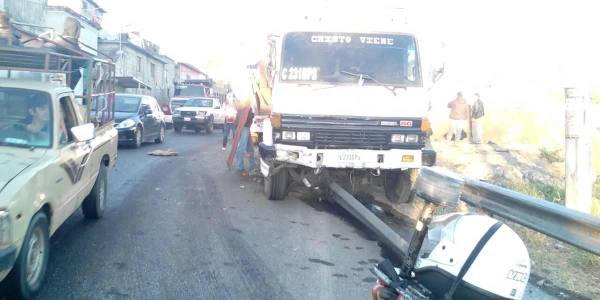 Accidente de camión cargado con mercadería afecta tránsito en ruta hacia Bárcenas