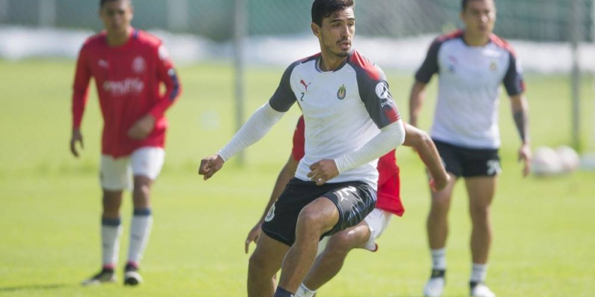 Si no firma, Oswaldo Alanís ya no jugará en Chivas