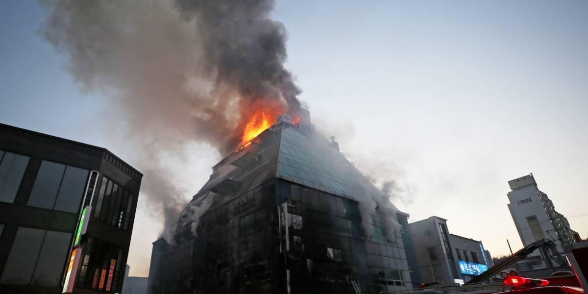Incendio de edificio en Corea del Sur deja al menos 29 muertos