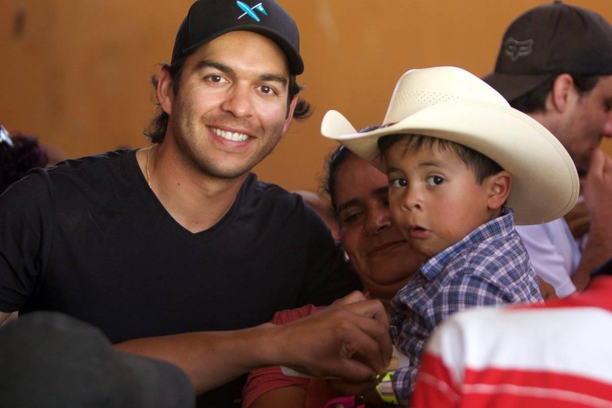 José Toledo compartió con los niños.