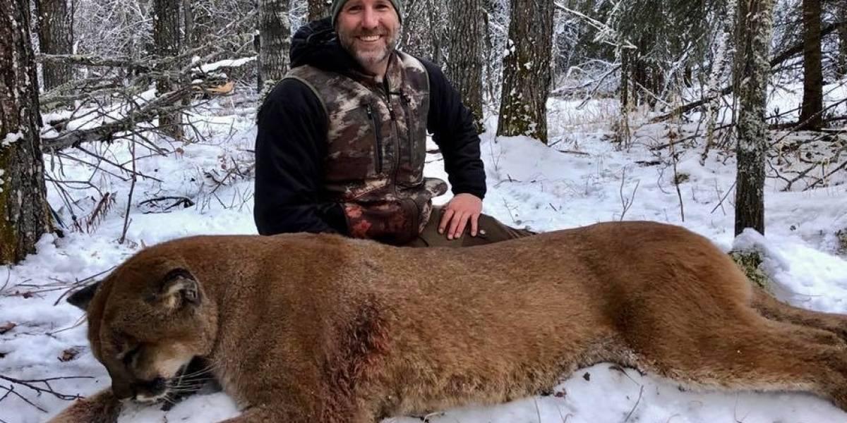 Cazó un puma y se ganó el odio de todos por compartir fotos de cómo lo despellejó y cocinó