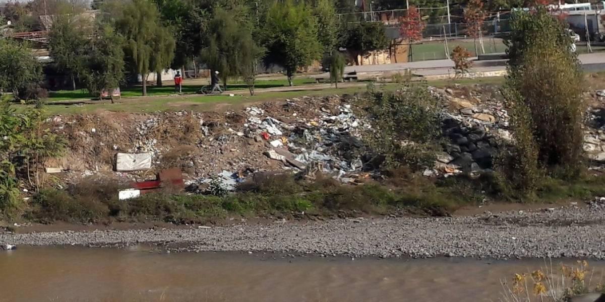 Preocupante nivel de contaminación: investigación revela cuánta basura se acumula en riveras de ríos chilenos