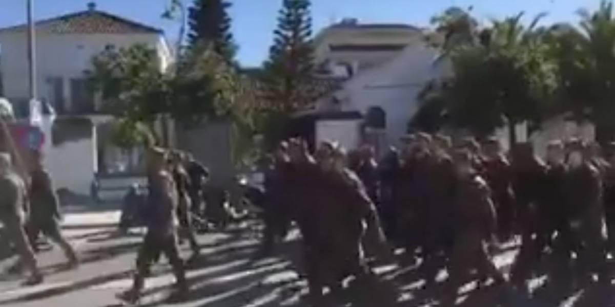 """""""El perro ladra que ladra, y la mujer ladrona es"""": denuncian cánticos machistas de militares españoles"""