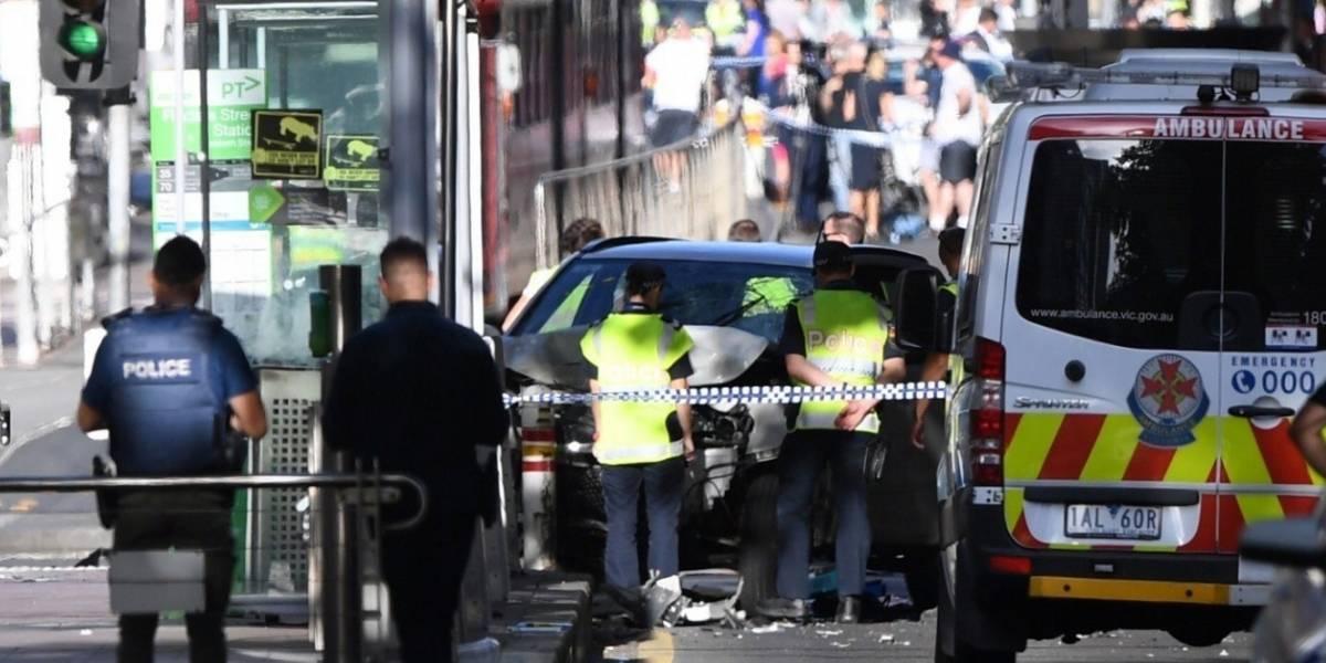 Carro embistió a 15 peatones en Australia
