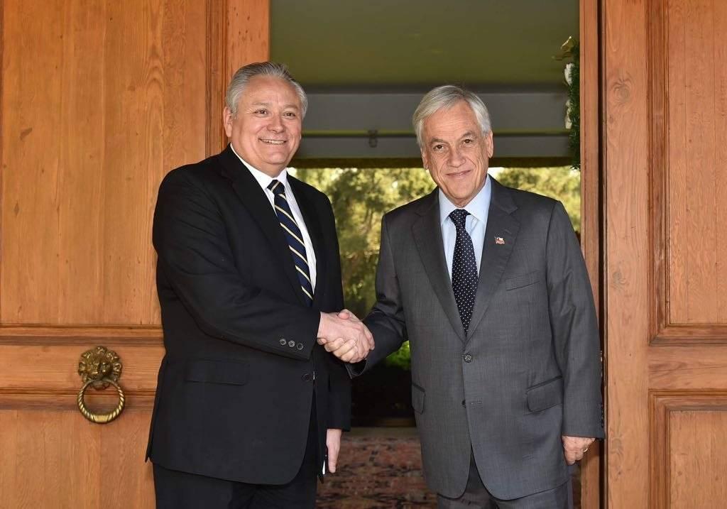 El Presidente electo se reunió con la máxima autoridad del Tribunal Constitucional, Iván Aróstica. gentileza