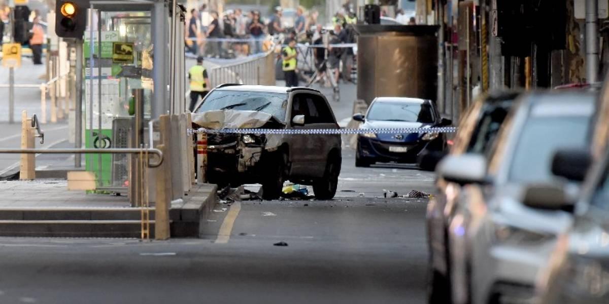 Vehículo atropella deliberadamente a una multitud en Australia