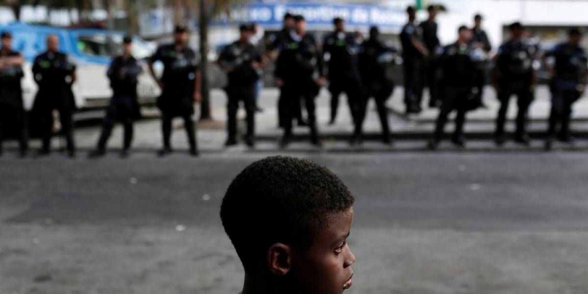 Pesquisa com mais de 6 mil moradores de favelas revela medo da Polícia Militar