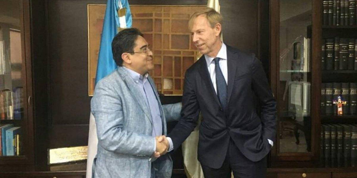 """Embajador de Suecia expresa su """"apoyo irrestricto"""" a PDH"""