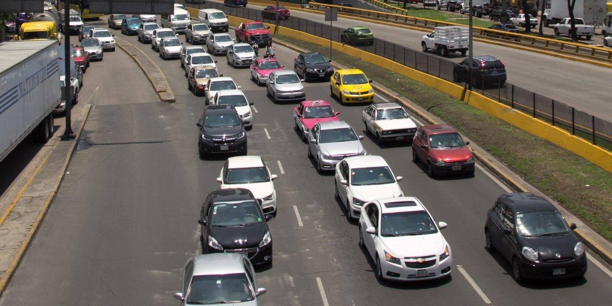 Hoy No Circula aplica para autos con engomado azul