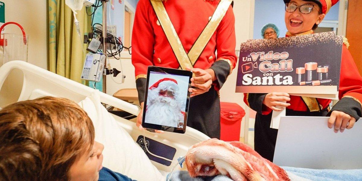 """Gracias a Duracell, los niños del Hospital San Jorge se conectan con Santa,   a través de un  """"video call"""""""